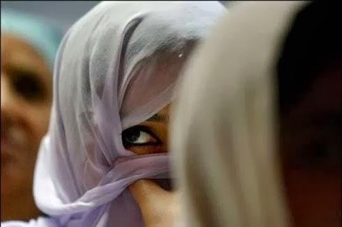 KAUM MUSLIMAH DAN POLITIK IDENTITAS DI INDONESIA